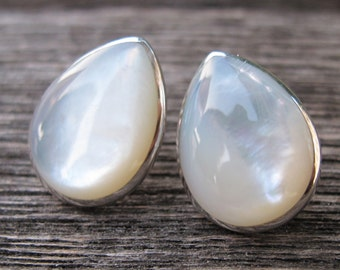 White Shell Tear Drop Stud Earring Real Shell Earring Natural Pearl Stud Bridal Pearl Earring Freshwater Pearl Simple Minimal Large Earring