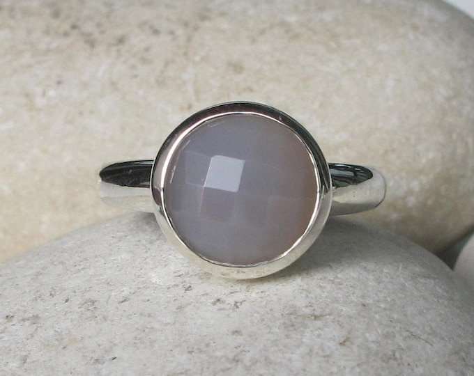 Gray Chalcedony Stackable Ring- Round Grey Classic Ring- Simple Gray Sterling Silver Ring- Gray Onyx Minimal Bezel Ring