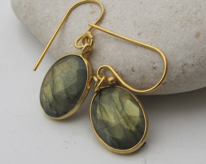 Oval Labradorite Dangle Earrings- Boho Labradorite Drop Earring- Silver Faceted Labradorite Earrings- Classic Everyday Bohemian Earring