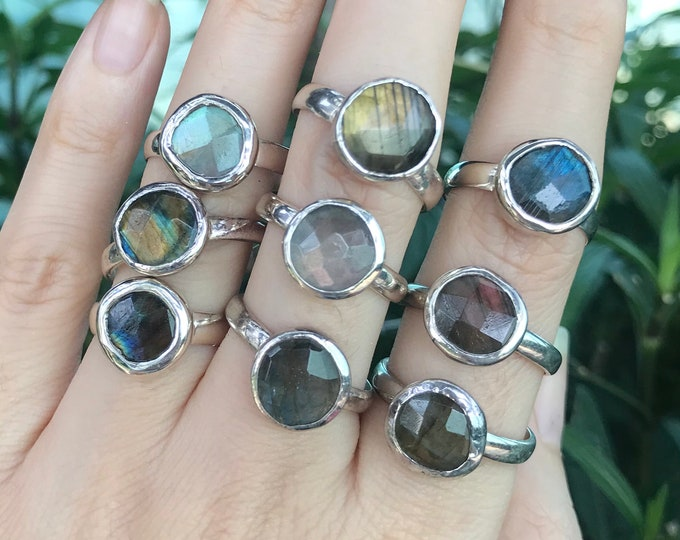 Round Labradorite Stackable Silver Rustic Ring- Boho Labradorite Bezel Ring- Iridescent Labradorite Blue Green Golden Ring- Unisex Ring