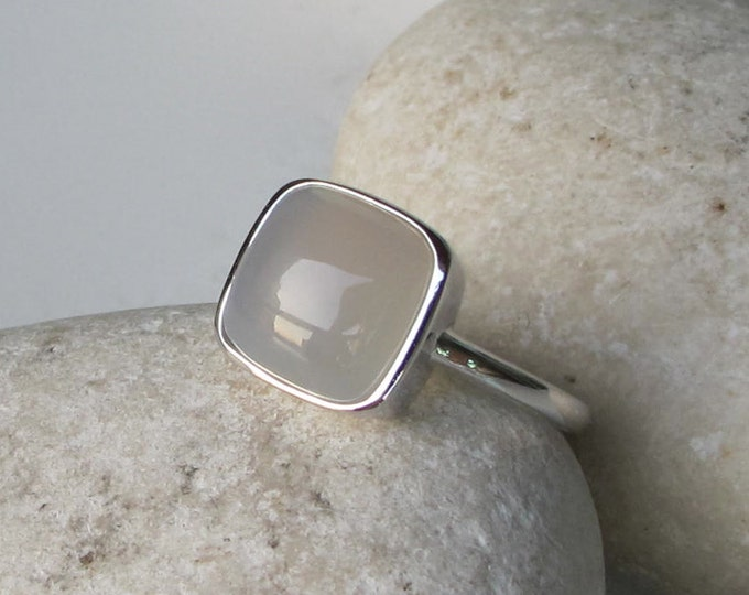 Square Gray Chalcedony Minimalist Mood Ring- Cushion Gray Stackable Silver Ring- Simple Grey Gemstone Ring for Her- Gray Onyx Bezel Ring