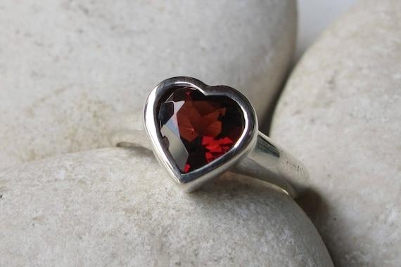 heart garnet promise ring rose gold heart ring heart shape. Black Bedroom Furniture Sets. Home Design Ideas