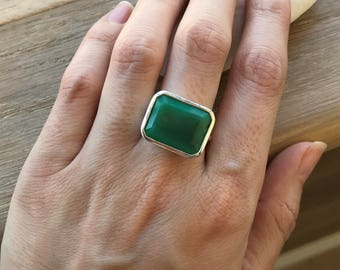 East West Statement Ring- Rectangle Shape Chrysoprase Ring- Solitaire Green Gemstone Ring- Simple Smooth Green Ring- Minimalist Silver Ring