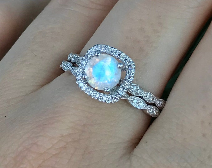 Moonstone Vintage Bridal Ring Set- Round Moonstone Engagement Ring Set- Cushion Square Moonstone Promise Ring- 2 Piece Moonstone Ring Set