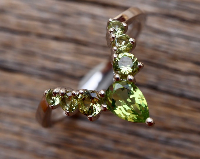 Peridot Chevron V Wedding Band- Light Green Stone Nesting Contour Band- Lime Prong Stack Pairing Band- Bespoke Custom Band for Her