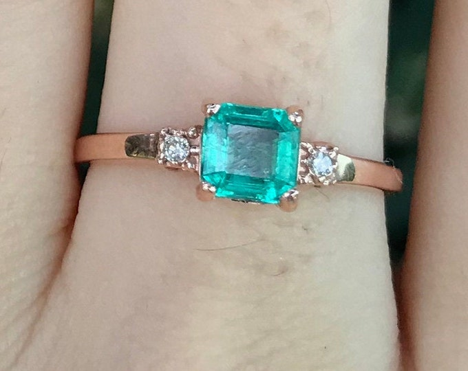 0.70ct Emerald Cushion Rose Gold Promise Ring for Her- Square Emerald Diamond Dainty Engagement Ring- Three Stone Emerald Prong Ring