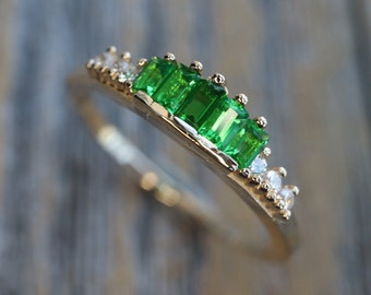 Genuine Green Emerald Baguette Diamond Wedding Band- Natural Baguette Emerald Nesting Band- Deco Cluster Stackable Pairing Round Band