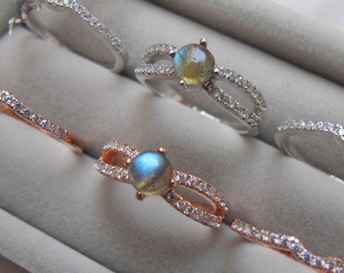 Round Labradorite Bridal 3 Ring Set- Cabochon Labradorite Engagement Ring Set- Split Shank Labradorite Prong Rings- Iridescent Ring Set