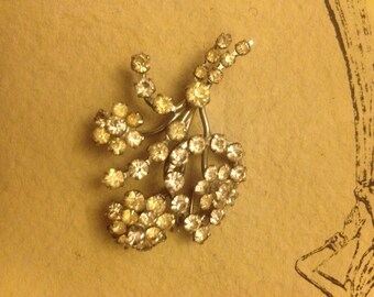 Lovely diamante floral spray vintage brooch