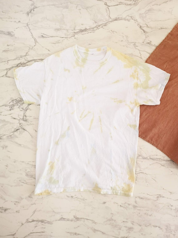 White and yellow tie dye t-shirt   Tie dye tshirt