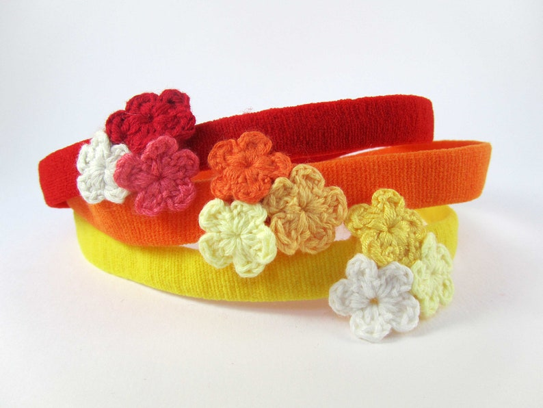 Trio De Crochet  Red Headband With Crochet Flower Cluster // image 0