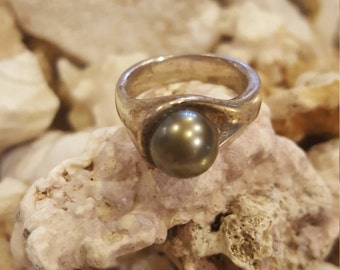 Black pearl and sterling silver statement ring
