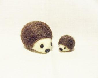 Needle Felted Hedgehog -  mum and baby hedgehog - Corridale & Merino wool - Mother's Day Gift - wool felt hedgehogs - felted hedgehog