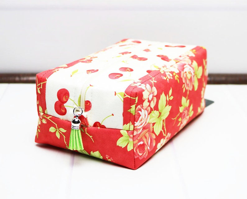 Travel Makeup Bag Toiletry Bag for Women  Floral Toiletry image 0