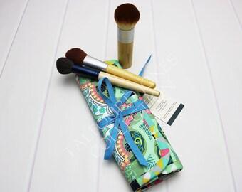 Makeup Brush Roll - Travel Brush Holder - Cosmetic Brush Roll - Brush Organizer - Cosmetic Brush Case - Travel Accessory - Green Brush Roll
