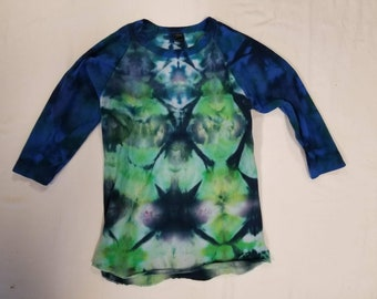 Funky Tie Dye 3/4th Length Longsleeve  Shirt size Extra Small S490
