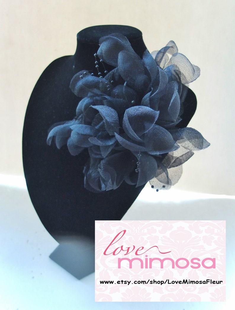57a2196ca54e Grande Organza fiore spilla nero fiore Sash copricapo