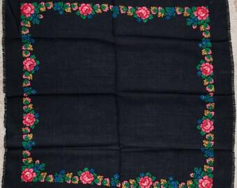 8a9268b2feff Vintage shawl, black russian floral shawl. Hustka, chale russe, foulard  ethnique, scialle fiori, ukrainian scarf. Folk Ethnic Babushka