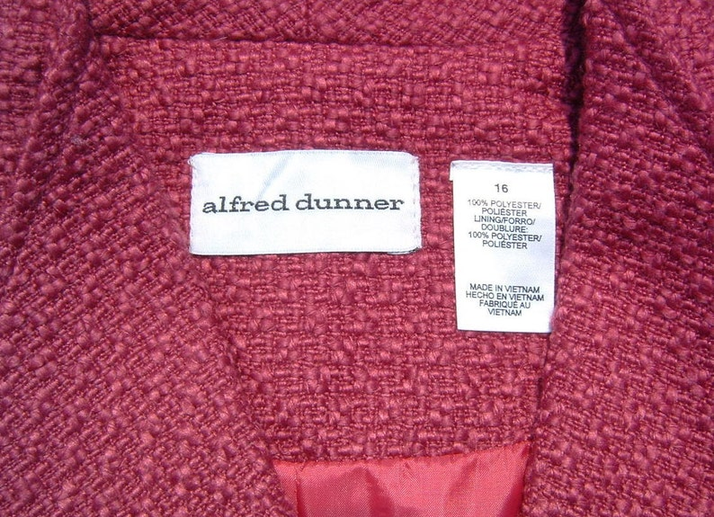 Inseam Pockets and Cuffed Sleeves Size 16 ALFRED DUNNER Amaranth Color Nub Weave 100/% Polyester Lined Princess Cut Jacket with Wing Collar