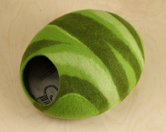 Cat bed/cat cave/cat house/green felted cat cave