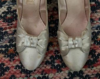 1940s Daniel Green white satin low heel bridal pumps Sz 5/6