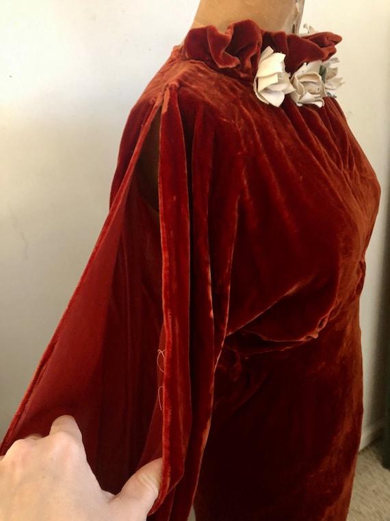 1930s deep brick velvet cold shoulder maxi dress … - image 7