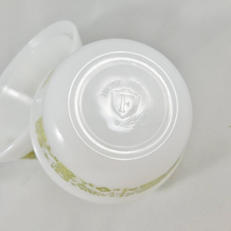 1970/'s Federal Glass Mixing Bowl Set of 3 Nesting Milk Glass Bowls in Avocado Design