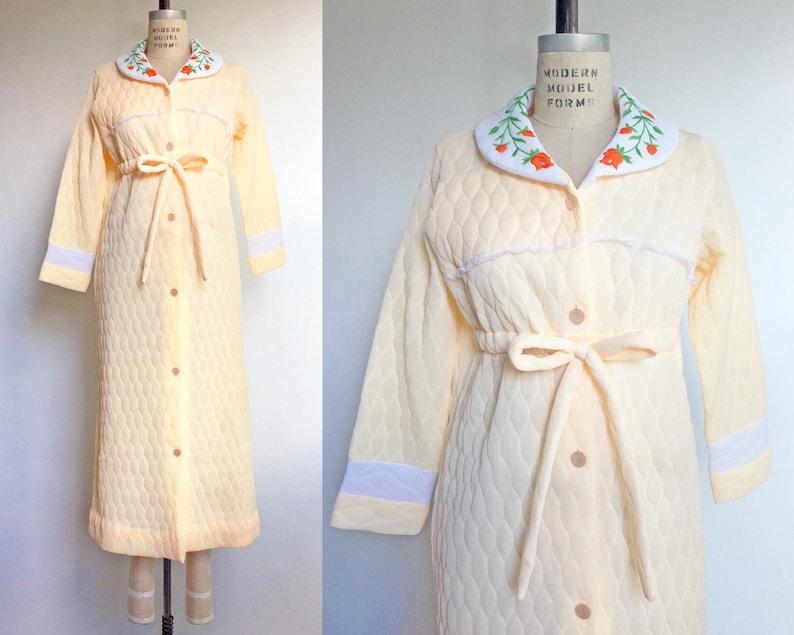 b3af05c159 1960s Housecoat Peach Quilted Robe Vintage 60s Bathrobe