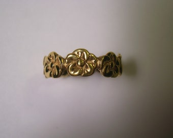 14 Karat Yellow Gold Five Petal Rose Band