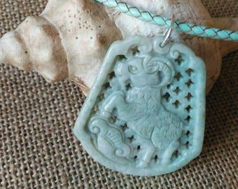 The perfect gift for all the ARIES : a jade pendent representing the head of a goat
