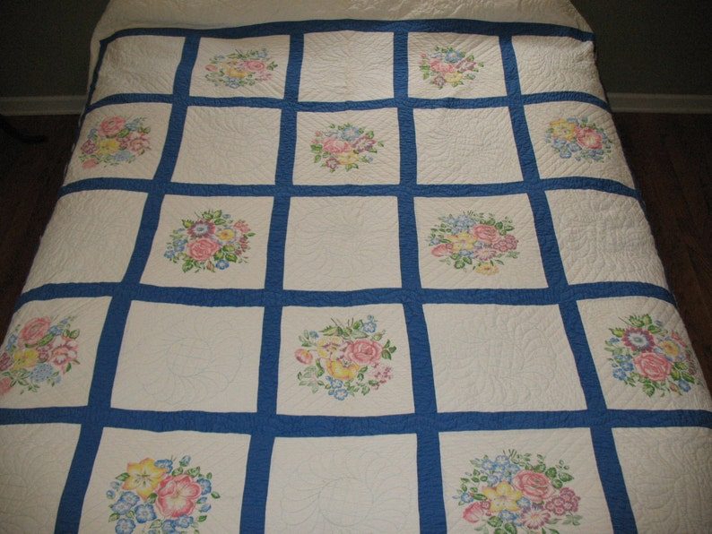 Nice Quilting Charming Vintage 1940s Quilt Printed Flowers Roses with Blue Border
