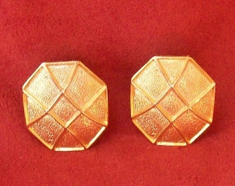 4613a68b3a7 Paolo Gucci Octagon Clip On Earrings Textured Gold Tone 1 in Vintage Signed