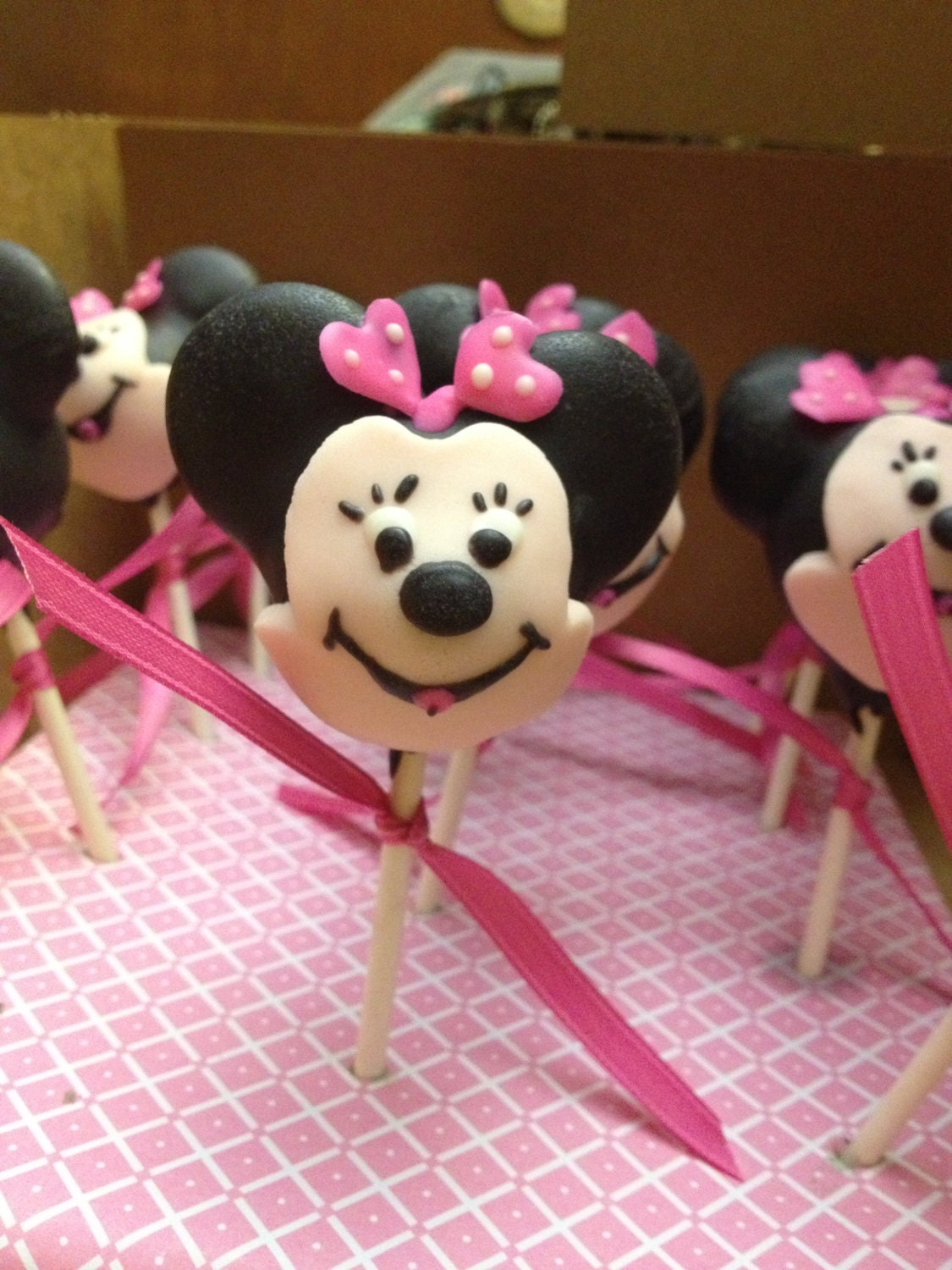 Mickey & Minnie Mouse cake pops | Etsy