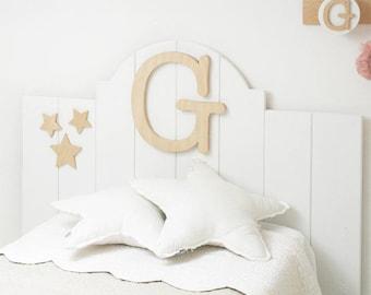 Testata letto singolo con lettera in legno arredamento