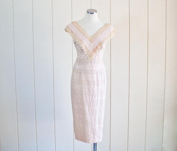 1950s Vintage Pale Pink Lace Wiggle Pencil Dress b