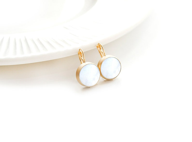 Matte Gold Plated White Nacre Round Earrings