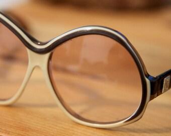 5bb346b6939 Vintage YSL Yves Saint Laurent Oversize Oval Rose Tinted Sunglasses Brown    Cream