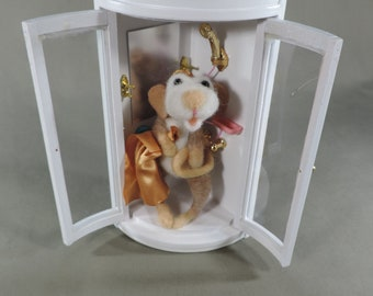 """Needle felted Mouse, """"Shower time"""" needle felted mice in doll house shower #feltedmouse"""
