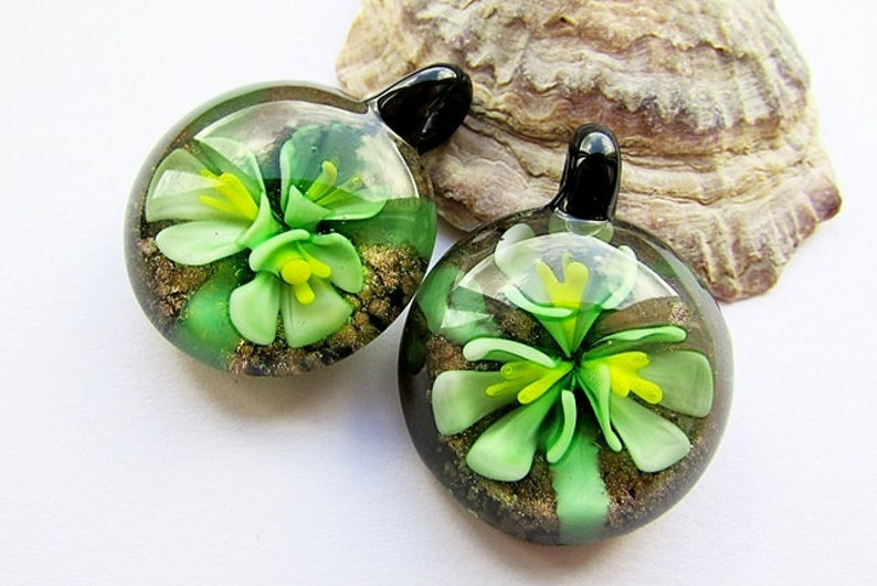 Glass Pendant Green Floral Pendant  40x30mm Lampwork Glass Flower Pendant Round Flat Floral Pendant Jewelry Supply 1