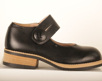 6584ec165bc Vtg CHUNKY MARY-JANE Leather Wooden Heels Brogues