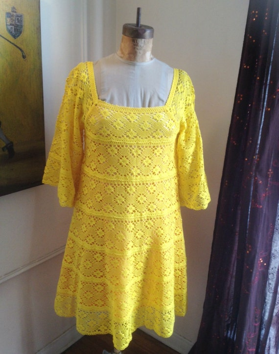 Adorable vintage TACHI CASTILLO bright yellow lace
