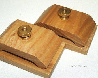 1 Pair Light Ash Wood Quilt Hang-Ups Clamps/Clips, Quilt Hangers - Small