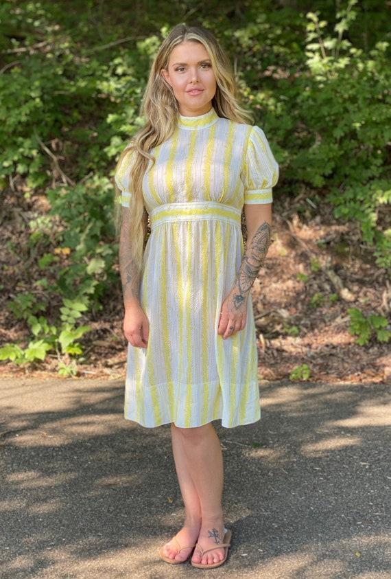 Vintage 50s-60s yellow day dress High neck Prairie