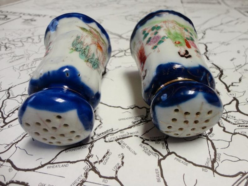 Vintage Salt /& Pepper Shakers Asian Design