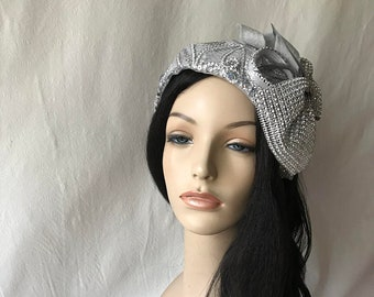 e3421176aaaeb Vintage style Silver Gray 1950 - 1960 flapper half hat with large  rhinestone bow