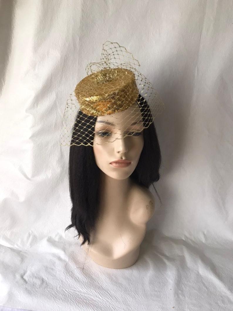 f5534f3d10e4 Oro Fascinator cappello con velo gabbia d oro oro
