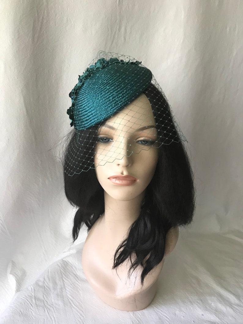 3b06994874ce Alzavola Fascinator con velo Teal chiesa cappello cappello
