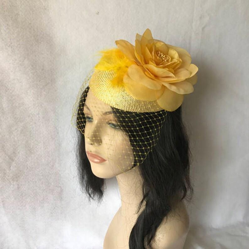 e1625a4e461c Fascinator giallo con velo Cappelli Derby giallo per wonen