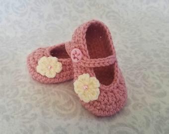 c26f406309be Crochet baby booties