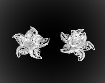 Water lily earrings in silver embroidery